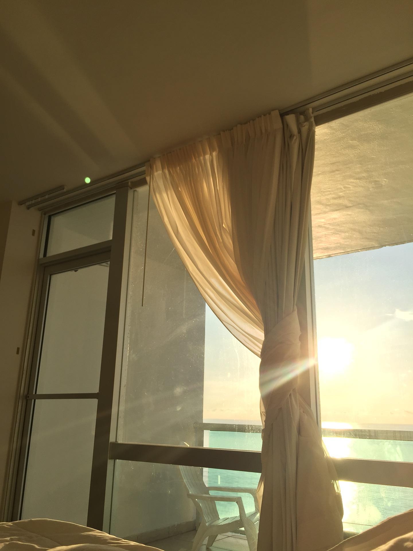 朝に自分を褒めて気持ちのいい一日を過ごす